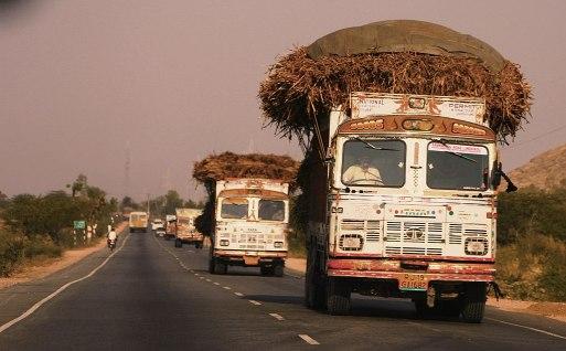 Trucks_on_the_highway,_Rajasthan